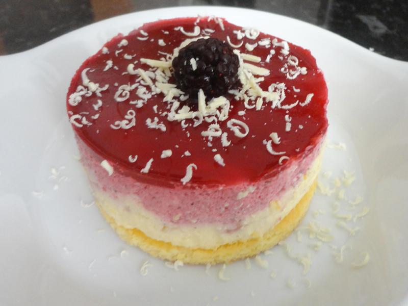 Bavarois vanille fruits rouges biscuit cake citron