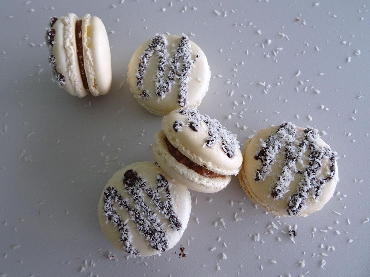 Macarons chocolat au lait coco de Christophe Felder